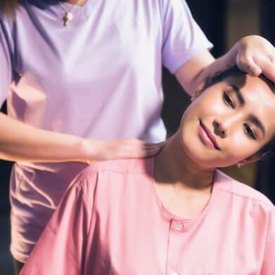 Kopf-Nacken-Schultermassage